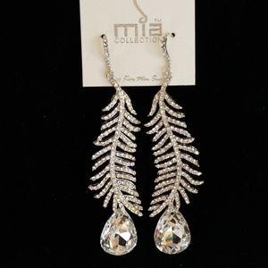 ❤HP❤🆕️ Stunning MIA Earrings